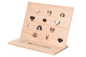 Brooches Stand Big – natural